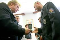 Předávání ocenění policistů.