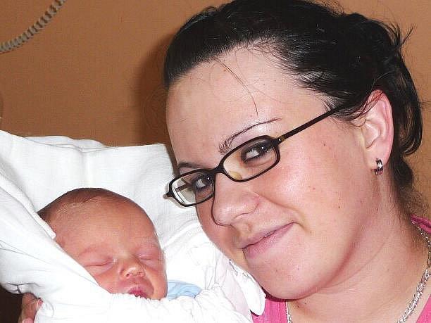 Mamince Šárce Novákové z Raspenavy se 3.června 2010 v liberecké porodnici narodil syn Daniel Šedina. Měřil 47 cm a vážil 2,32 kg. Blahopřejeme!
