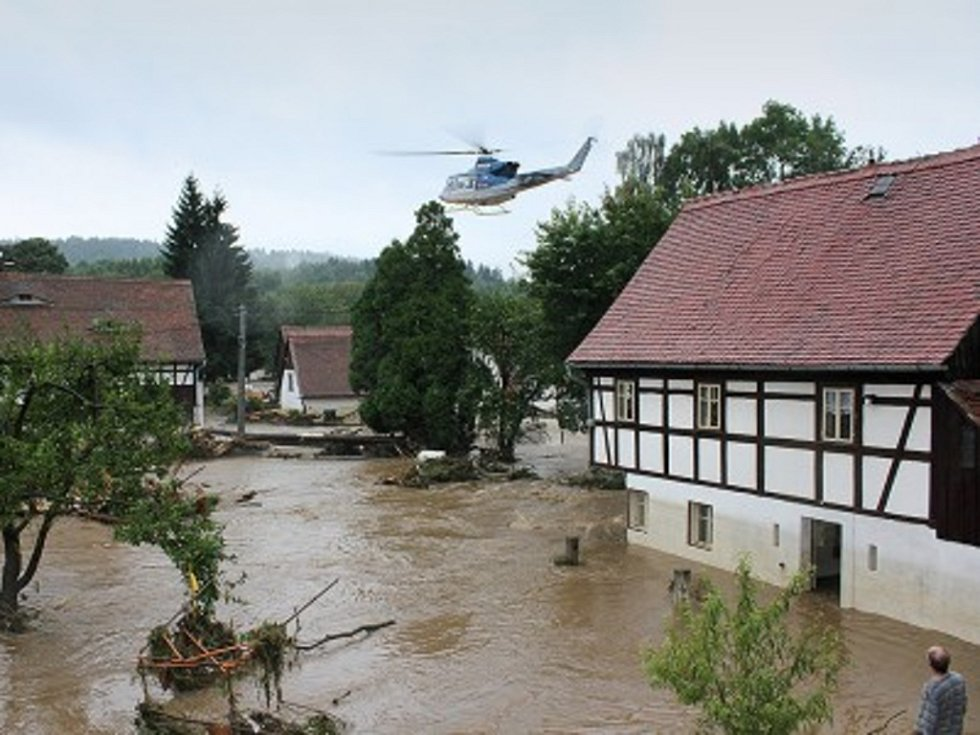 Situace ve Vísce byla kritická, dokonce musel zasahovat vrtulník. Ten evakuoval lidi, kteří nestihli odejít ze svých domovů a voda obklopila jejich domy tak, že nebylo úniku.