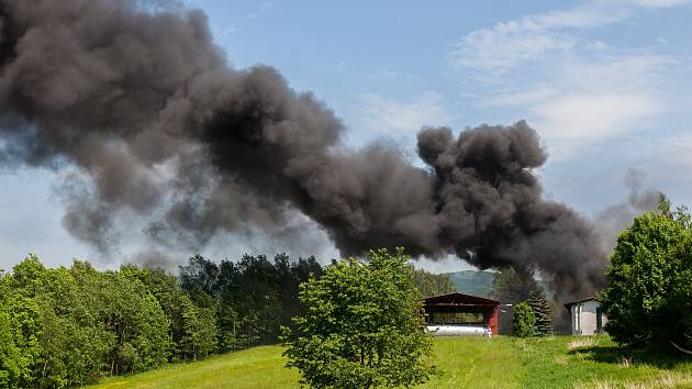 Hasiči zasahovali 29. května u požáru ve společnosti Severochema v Liberci. Hořel zde sklad hořlavých kapalin.