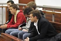 DEVÍTICI OBŽALOVANÝCH pomohla kromě hmotných důkazů usvědčit i přiznání některých z nich.
