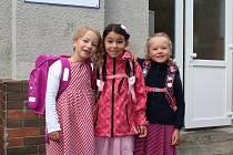Tři kamarádky nastoupily 4. září společně do 1.A. na ZŠ náměstí Míru v Ruprechticích, kde je přivítala třídní učitelka Hana Jabůrková.
