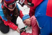Horská služba testuje anestetika, která v malém množství tlumí bolest a usnadňují zraněným převoz.