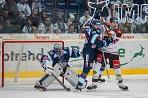 Utkání 21. kola Tipsport extraligy ledního hokeje se odehrálo 15. listopadu v liberecké Home Credit areně. Utkaly se celky Bílí Tygři Liberec a HC Sparta Praha. Na snímku zleva Jaroslav Janus a Petr Kolmann.