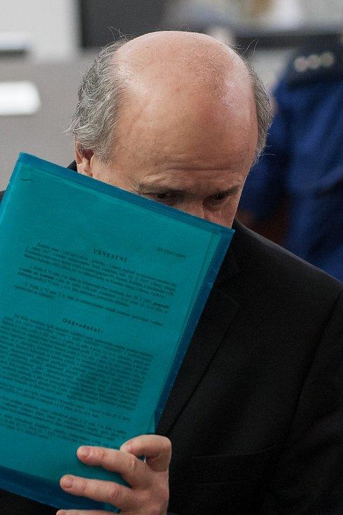 Šetření případu rozsáhlé výroby amfetaminu určeného pro švédský trh začalo 10. října u krajského soudu v Liberci. Na snímku je obžalovaný Petr Jindrísek.