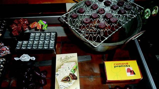 VÝSTAVA VÁS PROVEDE historií čokolády a nejrůznějších sladidel.