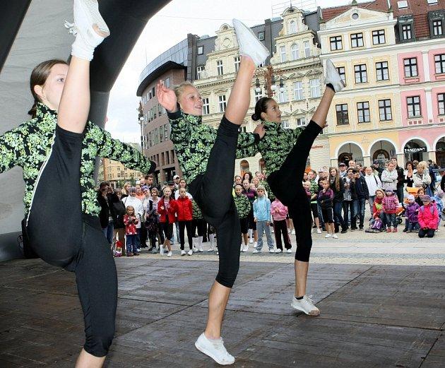 Před radnicí lákali na světový pohár v aerobicu