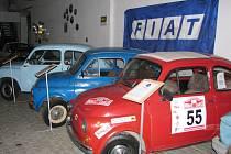 PESTRÁ PODÍVANÁ čeká návštěvníky Automuzea. Prohlédnou si vozy značky Porsche, ať ty sportovní nebo třeba traktor, ale i legendárního Brouka nebo kolekci značky Fiat.