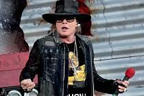 AXL ROSE z Guns N' Roses hostuje s AC/DC na aktuálním turné.