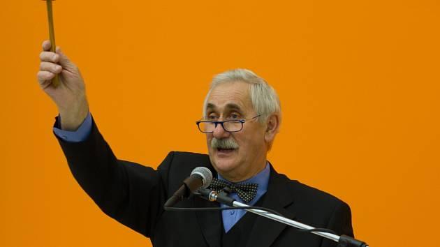 Licitátor Pavel Vursta měl v sobotu perný den.