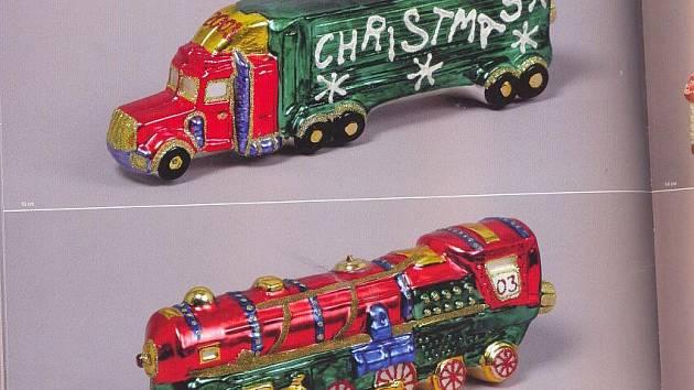 Skleněné vánoční ozdoby se dodnes malují v mnohých dílničkách na Jablonecku a v Podkrkonoší.  Patří mezi ně i foukané ozdoby s nejrůznějšími motivy, třeba pro milovníky mašinek.