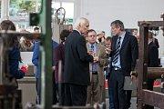 Technické muzeum v Liberci otevřelo 8. září v areálu bývalého výstaviště nový pavilon. Návštěvníci v něm uvidí expozici průmyslové minulosti i současnosti Libereckého kraje. Na snímku druhý zprava je izraelský velvyslanec Daniel Meron.