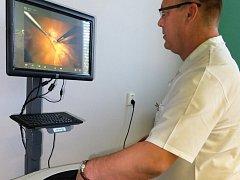 Trenažér pro laparoskopickou operativu v chirurgii.