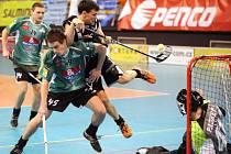 OBRÁNCE ÚTOČÍ. Liberecký Uglanov byl vyhlášen nejlepším hráčem zápasu.