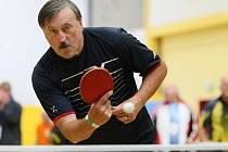 Jedním z atraktivních účastníků ME veteránů je legendární fotbalista Antonín Panenka, který hraje okresní přebor ve stolním tenisu za středočeské Čerčany.
