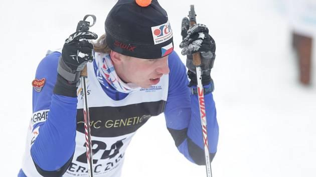 Závod mužů na 15 km volnou technikou.  Na snímku Jakub Gräf z Dukly Liberec.