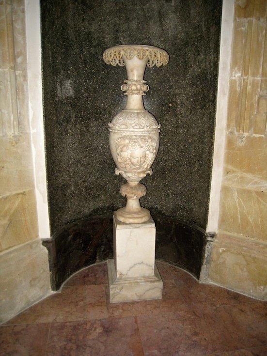 Zámek Sychrov je oblíbený u návštěvníků i filmařů.