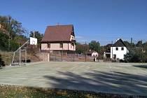 U školy v Purkyňově ulici bylo otevřeno zrenovované hřiště.