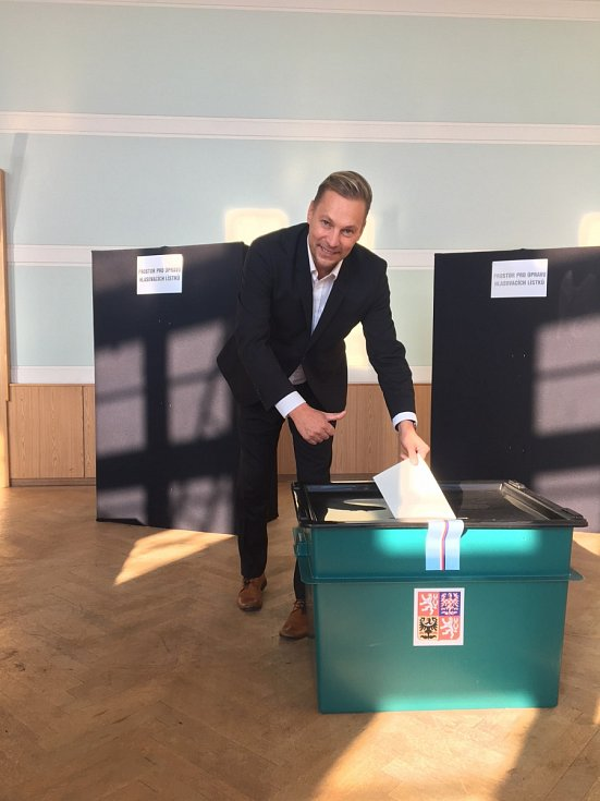 Svůj volební hlas do urny vhodil i Marek Pieter.
