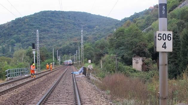 Místo tragického střetu vlaku se ženou u Prackovic na Ústecku zachycené v průběhu vyšetřování případu.