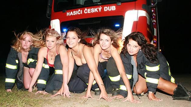 Svými těly chtějí dobrovolné hasičky  z Českého Dubu přispět na dobročinné účely.