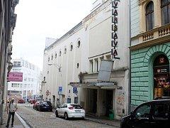 LIBEREČTÍ ZASTUPITELÉ ROZHODLI, že prodají jen část budovy kina Varšava, kde je nyní v dlouhodobém nájmu oblíbená restaurace. Výtěžek město použije na rekonstrukci kina.