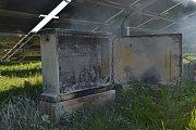 Požár rozvaděče u solární elektrárny v Mimoni.