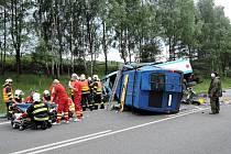 Neštěstí u Rynoltic, dva muži zemřeli při srážce dodávky s cisternou.