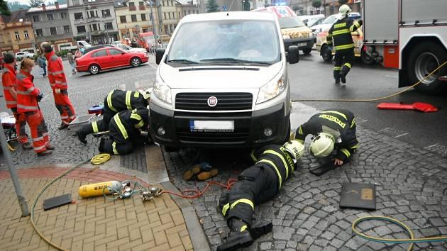 Zranění z autonehod jsou pátou nejčastější příčinou úmrtí lidí do 40 let. Zatímco v celé ČR na jejich následky zemře 13,2 procenta, v Liberci je to 8,9 procenta.