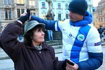NOVÝ ČESKÝ REKORD vytvořilo na náměstí před libereckou radnicí 72 tanečníků postupové mazurky.