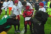 Fotbalové utkání HET ligy mezi celky AC Sparta Praha a FC Slovan Liberec 18. února v Praze. Tomáš Rosický se loučí s hráčskou kariérou ve Spartě a předává dres svému nástupci.