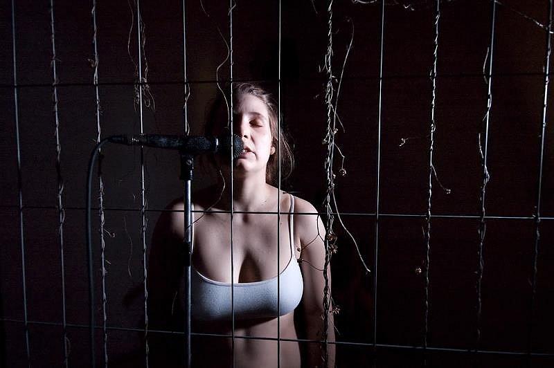 CELA. Nová inscenace Divadla F. X. Kalby, ve které vzpomínají na své zatčení v lednu kvůli sprejování.