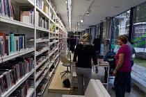 Místo památníku Porsche mají knihovnu.