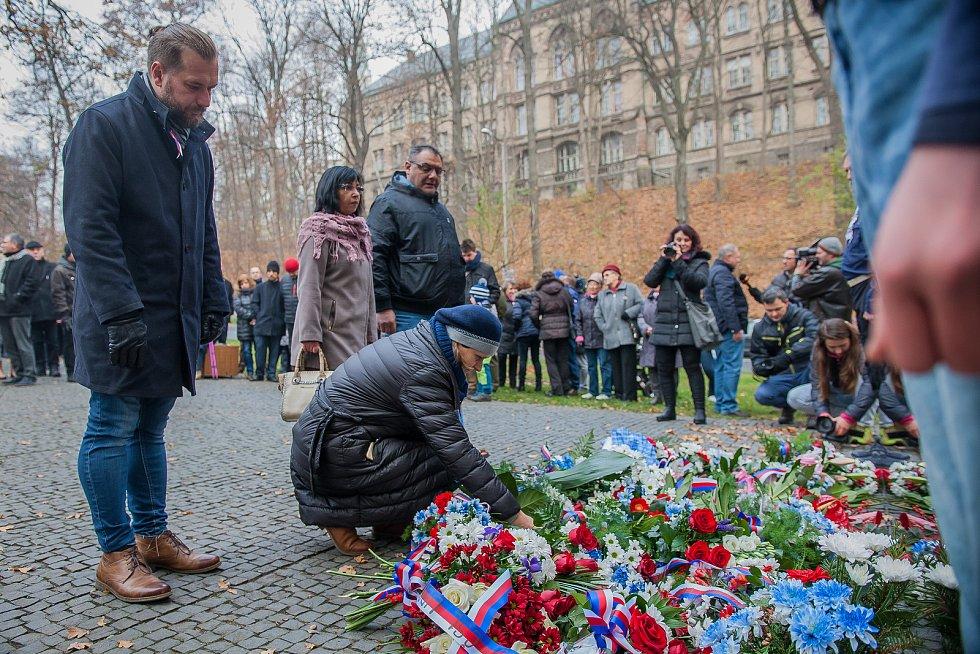 Vzpomínkové shromáždění se konalo 17. listopadu u Památníku obětem komunismu v Liberci u příležitosti výročí sametové revoluce v roce 1989.