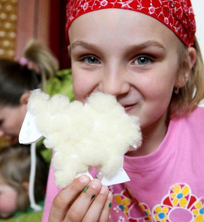 Velký sál v Lidových Sadech v Liberci obsadila na Bílou sobotu Motyčkovic klika a Divizna. Připravili tady zábavný den pro rodiče s dětmi.