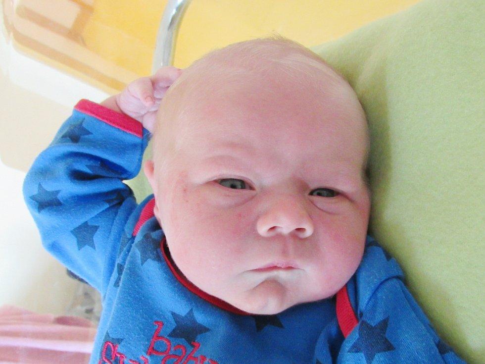 PETR BROŽ Narodil se 22. května v liberecké porodnici mamince Kateřině Brožové z Polesí. Vážil 4,00 kg a měřil 52 cm.