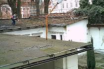 FOTOPAST ZACHYTILA POHYB zlodějů na střeše budovy