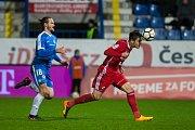 Zápas 14. kola první fotbalové ligy mezi týmy FC Slovan Liberec a FC Baník Ostrava se odehrál 18. listopadu na stadionu U Nisy v Liberci. Na snímku vlevo je Matěj Pulkrab a vpravo Jakub Pokorný.