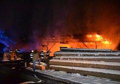 Požár pily v Roztokách u Semil.