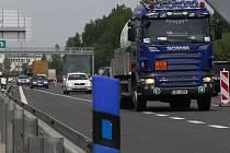 Na komunikaci R35 má být relativní klid. Potíže na řidiče číhají na navazující R10.