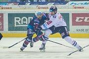 Páté utkání semifinále Generali play off Tipsport extraligy ledního hokeje mezi celky Bílí Tygři Liberec a Piráti Chomutov se odehrálo 7. dubna v liberecké Home credit areně. Na snímku vpravo Ondřej Vitásek.