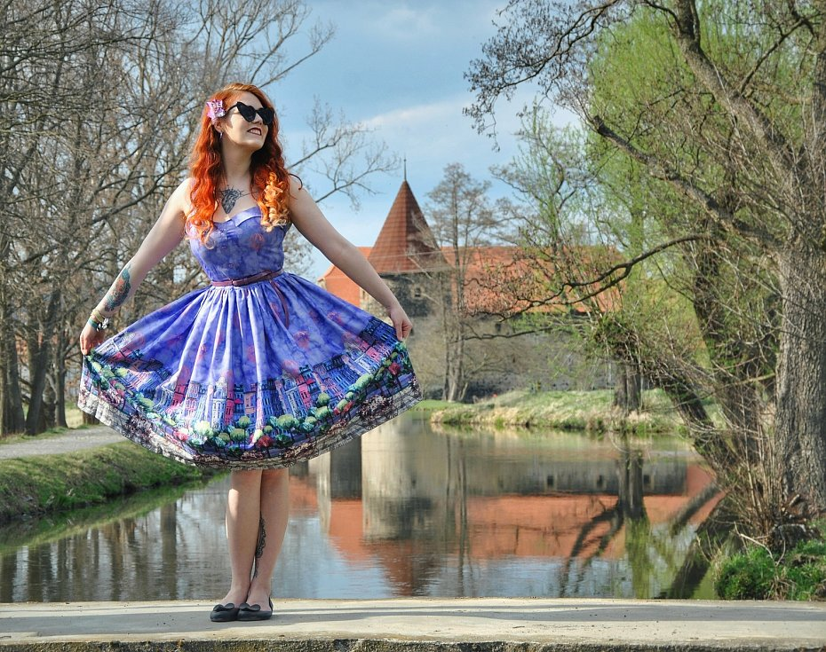 Modelky oživí Kino Varšava, pin-upka Nikola Hojková.