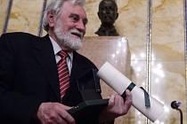 Josef Vinklát získal cenu PEN klubu.