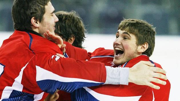 Zimní olympiáda mládeže EYOWF 2011: Ruští hokejisté zvítězili v Liberci v prodloužení díky brance Viacheslava Osnovina.