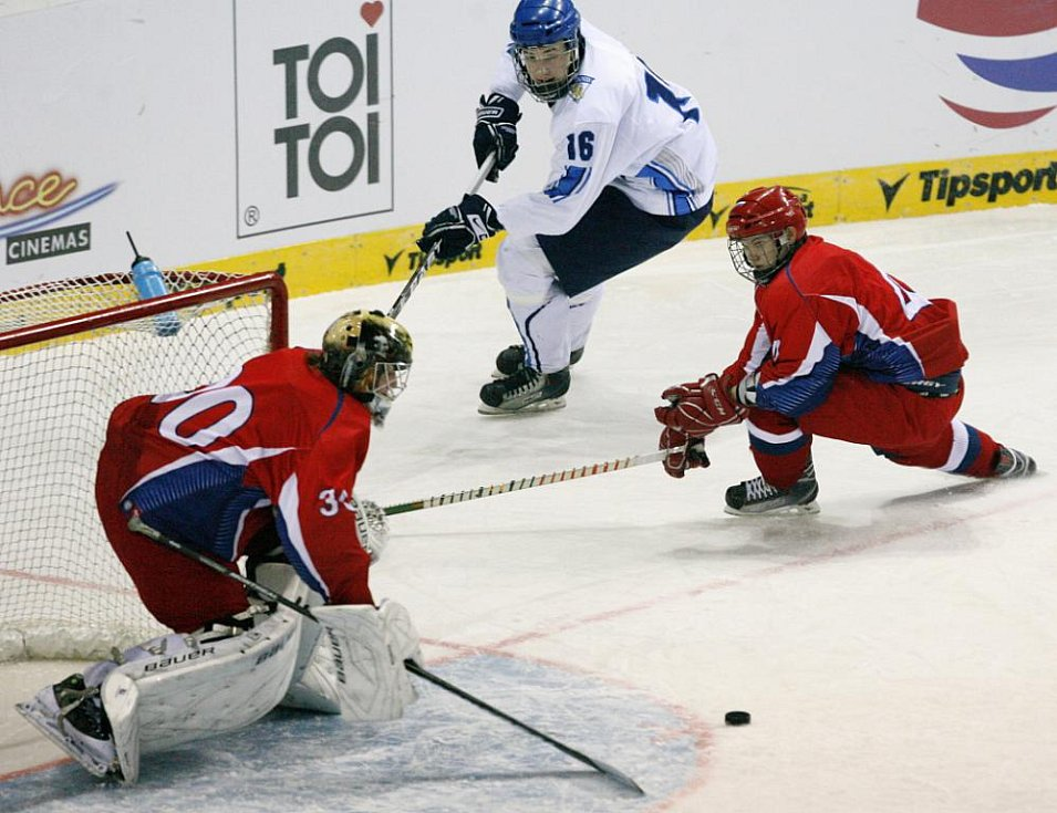 Pátek 18. února – finále hokejového turnaje EYOWF 2011 – Rusko vs. Finsko.