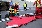V souvislosti s otevřením nového úseku frekventované komunikace byla během nácviku prověřována součinnost mezi základními složkami IZS při řešení vážných dopravních nehod.