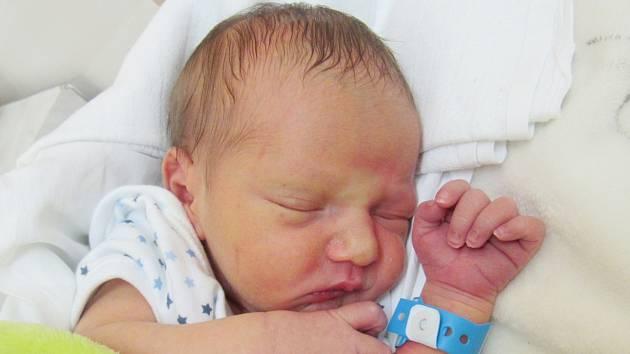 LUKÁŠ BILÝ Narodil se 26. června v liberecké porodnici mamince Sandře Bilé z Frýdlantu v Čechách. Vážil 2,40 kg a měřil 46 cm.