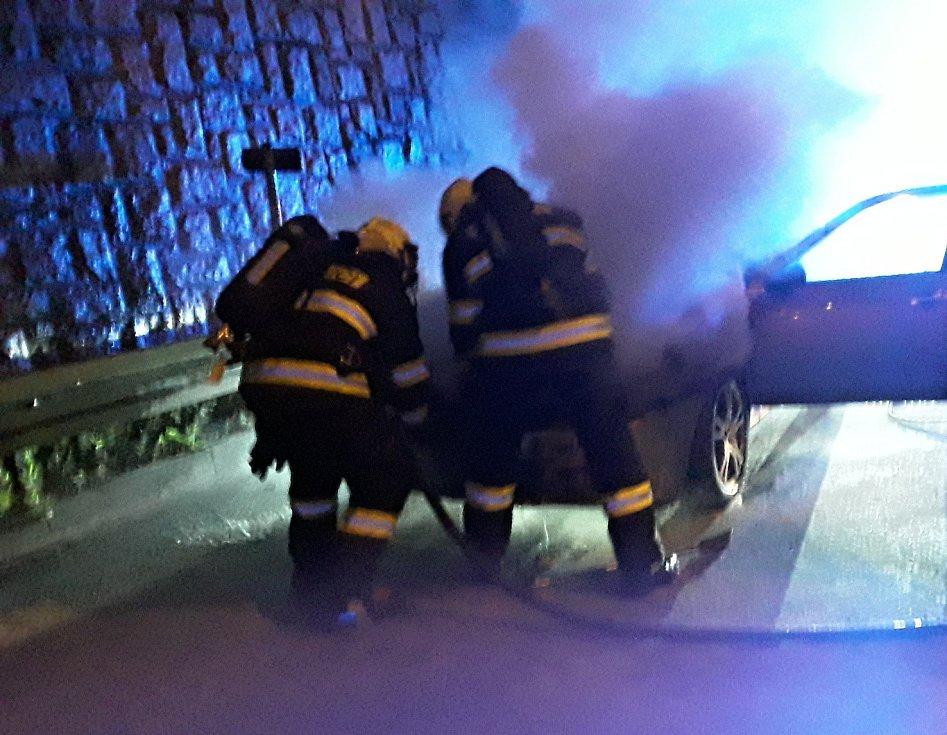 Požár osobního auta v Rochlicích.