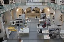 TRANS je princip výuky na Akademii, kde vedle sebe koexistuje volné a užité umění, respektive umění a architektura.