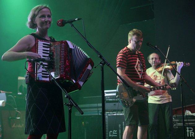 VISACÍ ZÁMEK a TŘI SESTRY vjabloneckém Eurocentru přilákali 900fanoušků. Koncert trval přes tři hodiny.